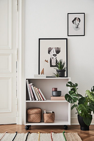Storage container in white with two open shelves