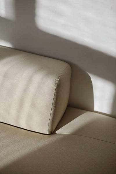 sofa PYLLOW by MYCS close-up in beige