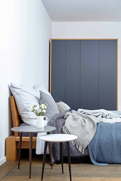 Wardrobe in anthracite, solid wood bed in oak and stylish side tables