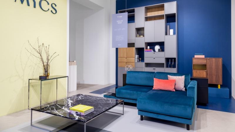 MYCS showroom Berlin with petrol velvet sofa and grey shelf