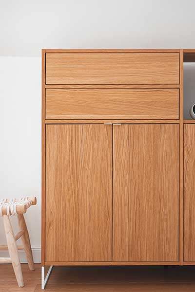 dresser GRYD in oak and metal legs detail shot