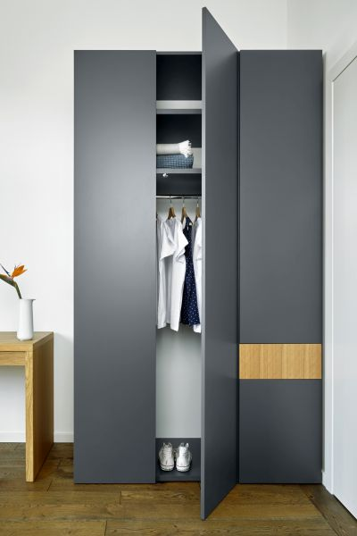 Customised high wardrobe in anthracite